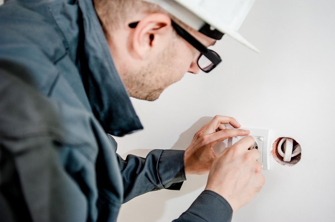 Jak můžeme využít pro výběr firmy na provedení revize elektro ceník?